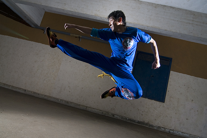 capoeira shinog flying kick
